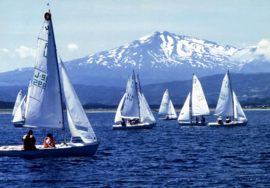 ヨットと鳥海山