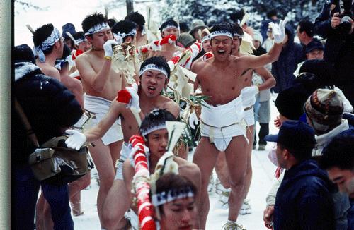 新山神社裸まいり